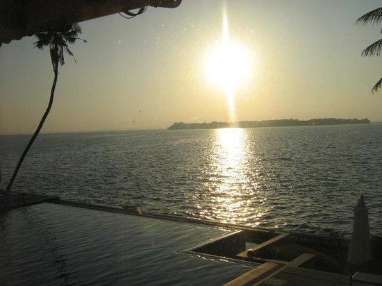 Lemon Tree Vembanad Lake Resort : the sunrise