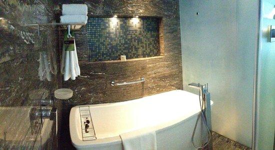 Fairmont Bab Al Bahr: Bathroom