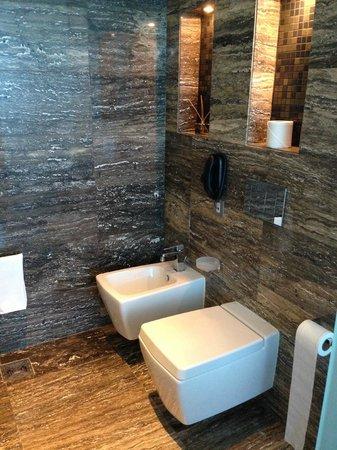 Fairmont Bab Al Bahr: Toilet