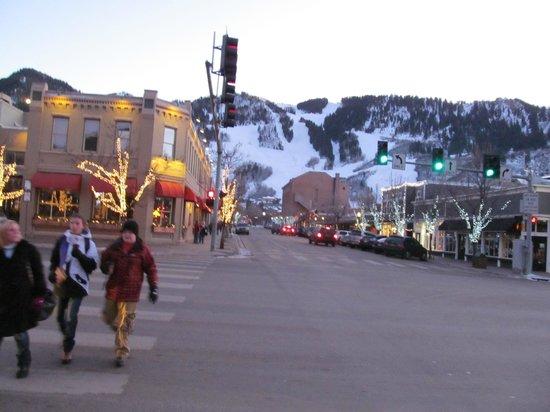 St. Moritz Lodge & Condominiums: 3 Blocks from downtown Aspen