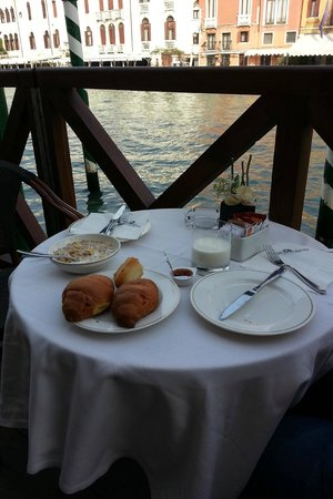 Hotel Canal Grande: Breakfast by the Grand Canal
