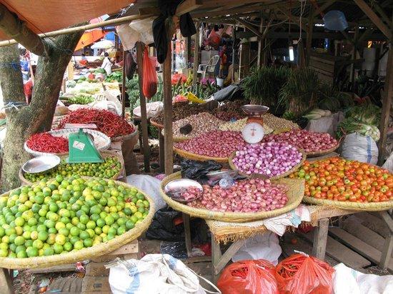 Janji Laut Resort: marché local