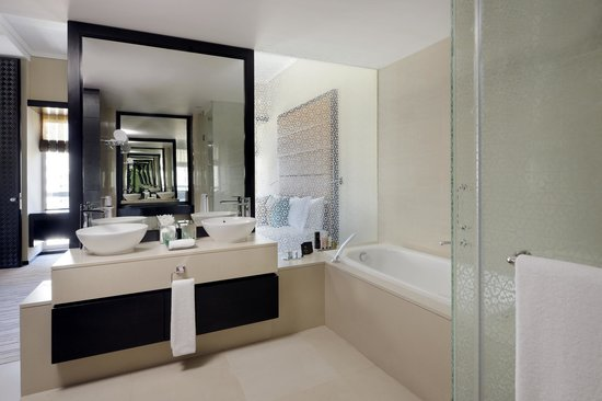 Southern Sun Abu Dhabi: Bathroom