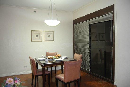 Boulevard Mansion: spacious dining