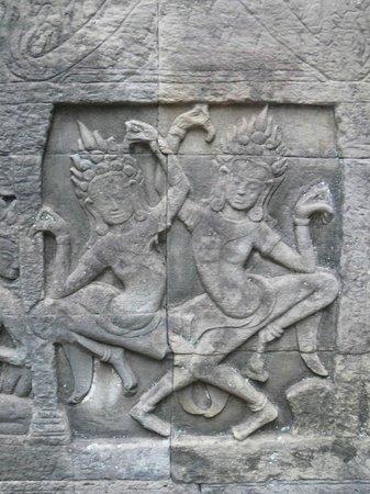 Bayon (Angkor) : Bayon: Apsaras