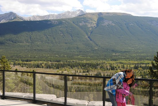 Delta Hotels by Marriott Kananaskis Lodge: Trail behind the Lodge