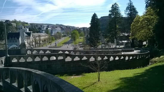 Sanctuaire Notre Dame de Lourdes : La Spianata vista dal Santuario