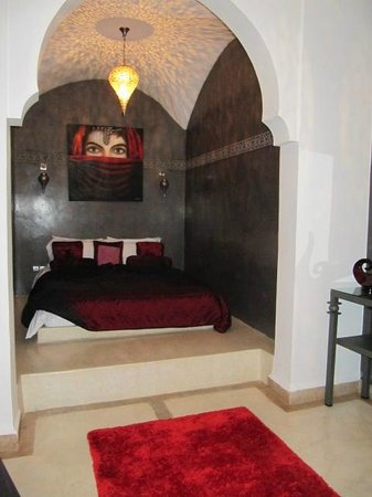 Riad Chayma : The stunning bedroom in the Saffron Room.