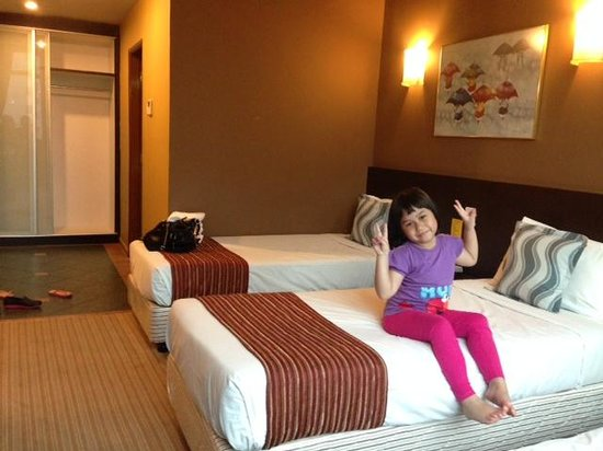 Fortuna Hotel: My daughter is happy staying here (room 516)