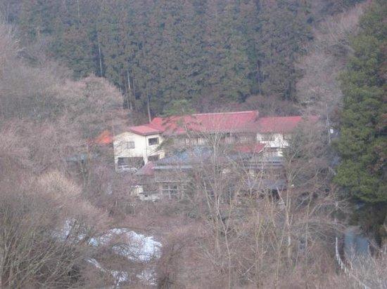 Kadohanryokan: 「日本秘湯を守る会」加盟の静かな山間にたたずむ一軒宿です。