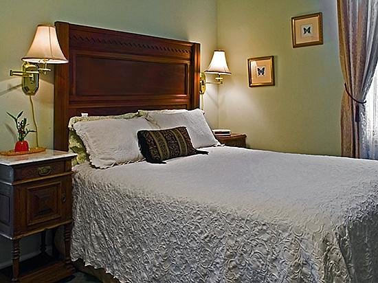 Rose Manor Bed and Breakfast: Guest Suite