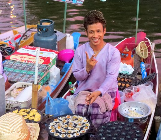 Hat Yai Floating Market: only few male hawker can be found here