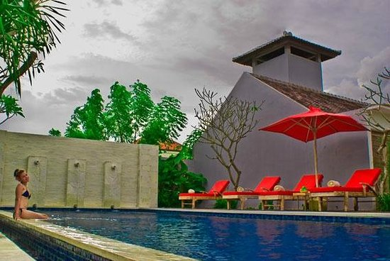 Ivory Resort Seminyak: relaxed by the pool