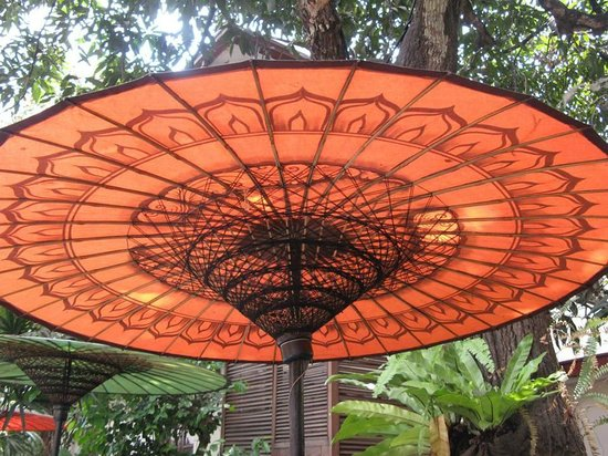 Savoy Hotel Yangon : handcrafted umbrellas by the pool