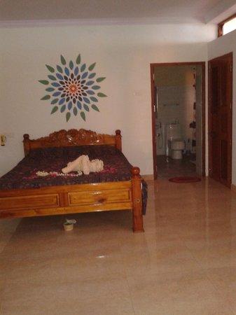 Ashiyana Cliff & Beach Resort: .