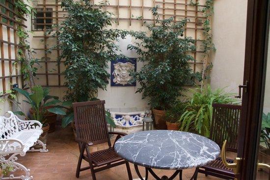 Hotel Casa 1800 Sevilla: Patio privé de la chambre 3