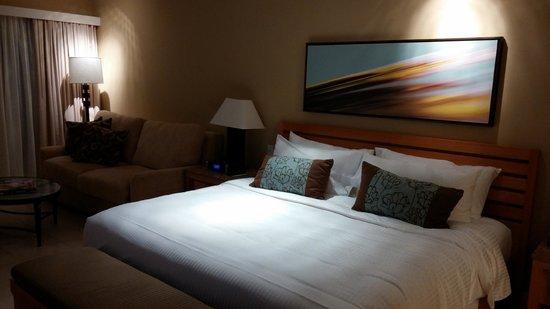 Elbow Beach, Bermuda : Our bed - Premier Ocean View ;-)