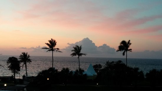Elbow Beach, Bermuda: Morning View from our room ;-)