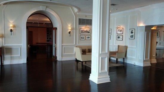 Elbow Beach, Bermuda: Inside the main hotel ;-)