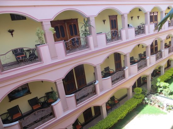 Hotel Master Paradise: nice courtyard and grounds