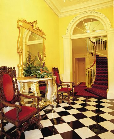 Shanahan's on The Green: Entrance hall to the dining room on first floor