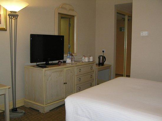Mercure Abu Dhabi Centre Hotel: small room
