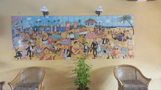 Casa De Goa Boutique Resort: Art in the lobby