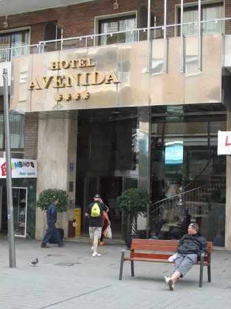 Hotel Avenida: Hotel from pedestrianised area