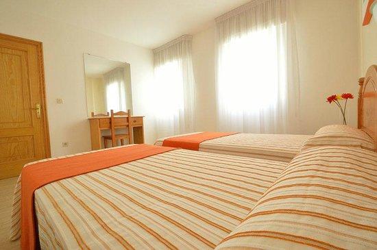 Apartamentos Playa Major: habitación camas gemelas apartamento T2