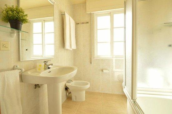 Apartamentos Playa Major: baño apartamento T1