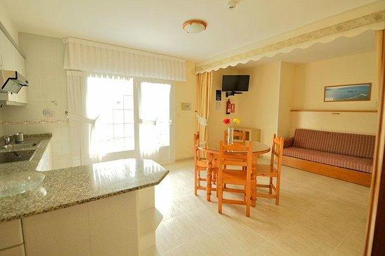 Apartamentos Playa Major: salón apartamento T1