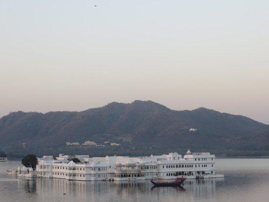 Hotel Aashiya Haveli: lake pichola