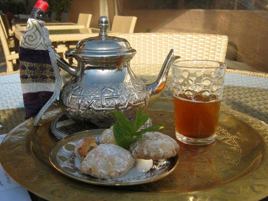 Riad Viva: accueil avec un thé à la menthe et des gâteaux