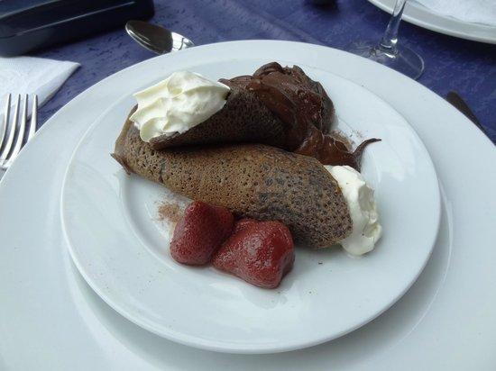 Lago Grey Hotel and Navegation : Sobremesa do restaurante do hotel.