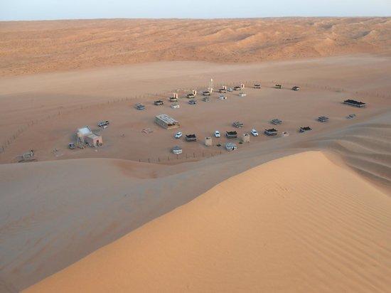 Desert Retreat Camp : Le camp vu de la dune