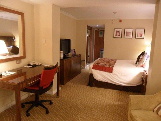 Edinburgh Marriott Hotel : The room
