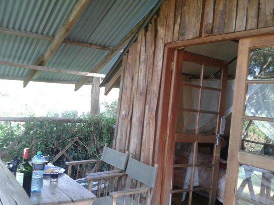 Kembu Cottages: Treehouse balcony