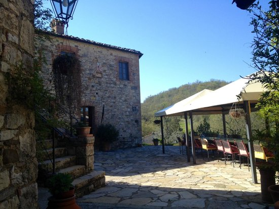 Livernano: Where you can enjoy a glass of wine