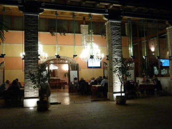 Agriturismo Fondo San Benedetto : Großes Restaurant welches neben dem kleinen am Wochenende geöffnet hat