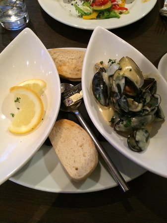 Left Bank Brasserie: Nicely done mussels. Lemon slice  should put aside as washing fingers bowl. No need on the start