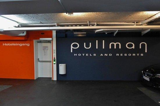Pullman Fontana Stuttgart: Helle sichere Garage