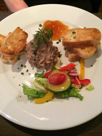 Left Bank Brasserie: Pate too little as bread offer a lot. No need salad dressing. Or replace rocket salad. Chutney s