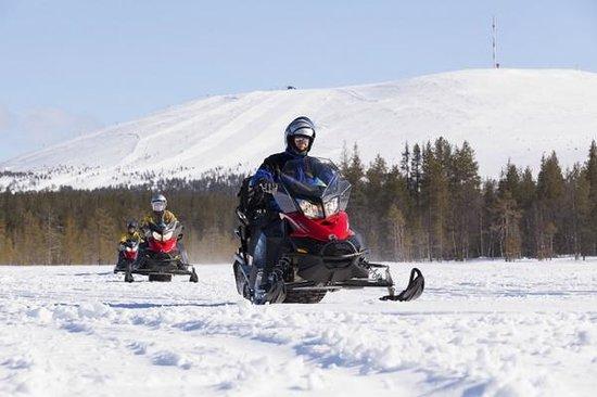 Snowmobile safari Yllas