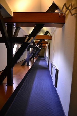 Fortuna City Hotel: Corridor to some of the rooms
