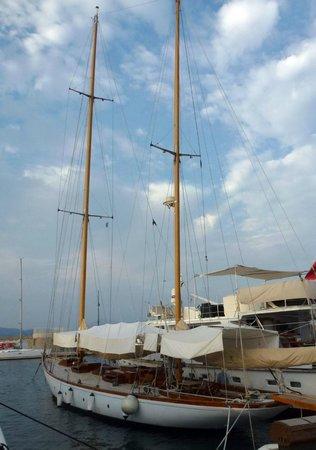 St. Tropez Harbor : Yachts