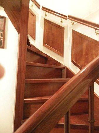 Parkzijde Bed & Breakfast: Escalera de caracol acceso a la habitación del jardin