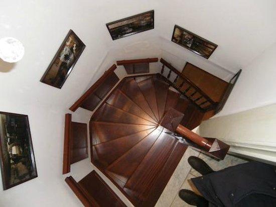 Parkzijde Bed & Breakfast : Escalera de caracol acceso a la habitación del jardin
