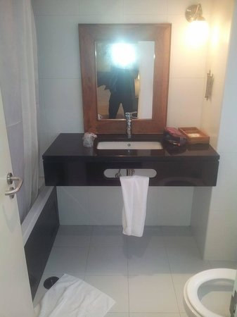 Hotel Princesa Lisboa Centro: Bathroom