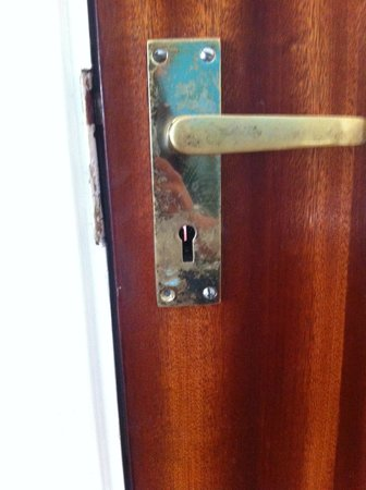 Best Inn Hotel : Door handle no lock