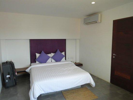 The Purple Mangosteen: Room